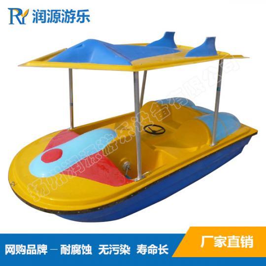 情侣二人水上脚踏船,公园景区游览休闲脚踏船