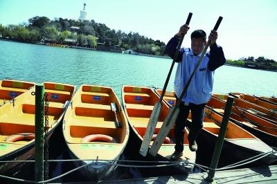 为传承文化记忆,北海公园还保留着20条手划船