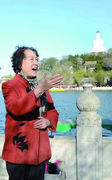 1955年,14岁的刘慧芳录制了《让我们荡起双桨》。61年后,75岁的她在北海再次唱响这首名曲